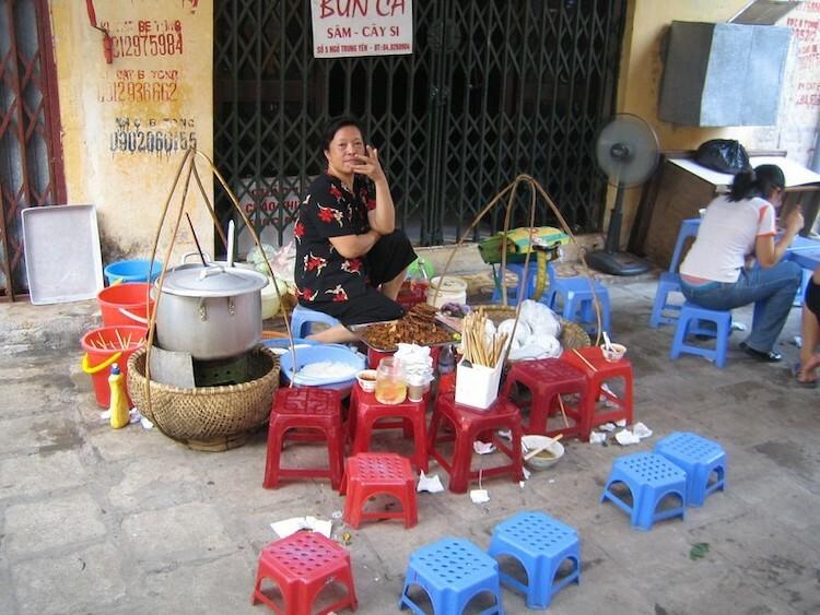 Một gánh bún bán rong tại Hà Nội. Ảnh: Rachel BlackFlickr.