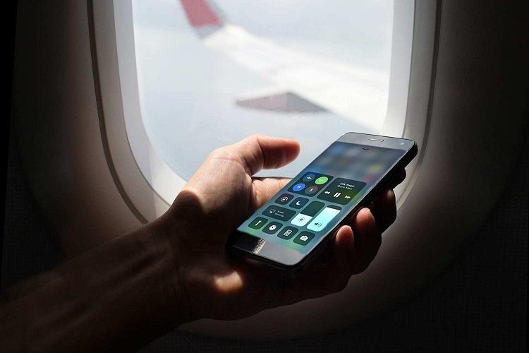 Hành khách được phép sử dụng các thiết bị điện tử, bao gồm cả điện thoại di động và máy tính bảng trong suốtchuyến bay, miễnđảm bảo thiết bị của mình đã được đặt ở chế độ airplane mode.