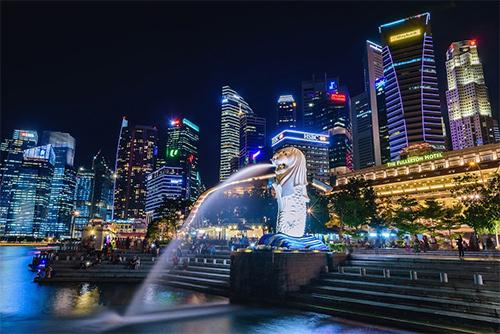 Thời tiết đẹp, không khí trong lành  Thời điểm chào đón năm mới được xem là giai đoạn đẹp nhất của Singapore. Đến đảo quốc dịp này, du khách sẽ thỏa thích đắm mình vào không khí trong lành, bầu trời trong xanh. Thời tiết đẹp, giao thông thuận lợi cùng nghìn lẻ một chương trình khuyến mại hấp dẫn sẽ đủ lý do khiến bạn quyết vi vu Singapore dịp cuối năm.