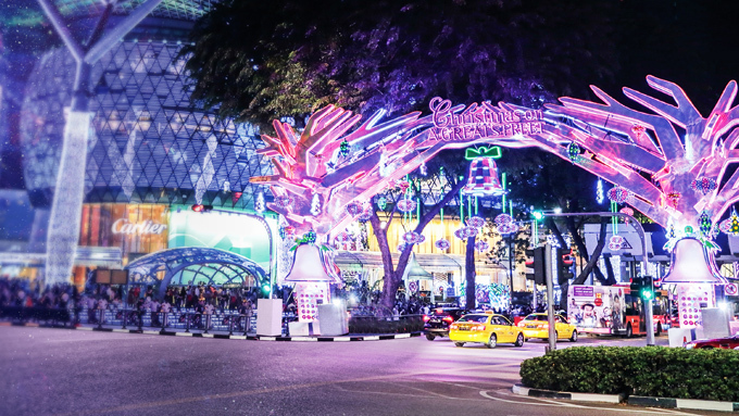 Đặc biệt, thời điểm này, tại Singapore còn diễn ra chương trình Vi vu Singapore, thả ga mua sắm dành riêng cho du khách Việt, khi đặt lịch du hí đảo quốc qua các đối tác lữ hành của Tổng cục Du lịch Singapore. Chương trình diễn ra đến hết tháng 1/2020 với hàng loạt ưu đãi mua sắm và vô số quà tặng lên đến 100 SGD. Chương trình diễn ra tại các trung tâm thương mại nổi tiếng như ION Orchard, IMM, Raffles City, Bugis Junction và Bugis+. Xem chi tiết tại đây.