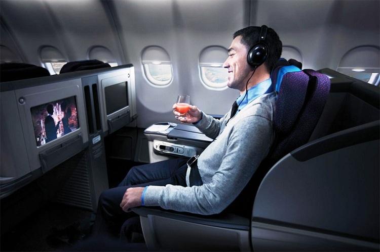 Một số hãng bay chọn hiển thị phim, chương trình truyền hình phụ thuộc vào các tuyến đường bay trong ngày. Ảnh: Reader.