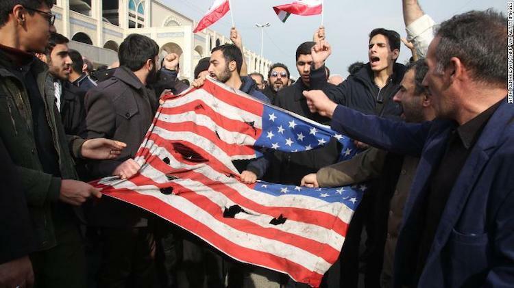Người dân Iran biểu tình phản đối Mỹ. Ảnh:CNN.