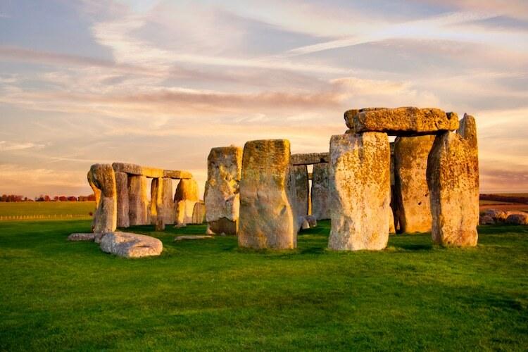Để lại nhận xét về bãi đá cổ Stonehenge ở Wiltshire, Anh, một du khách Canada viết: Đó chỉ là một đống đá nằm cạnh đường cao tốc, người khác thì thắc mắc rằng tại sao chính phủ lại mở cửa tham quan một công trình... chưa xây xong và đáng lý nên hoàn thiện chúng. Ảnh: My Modern Met.