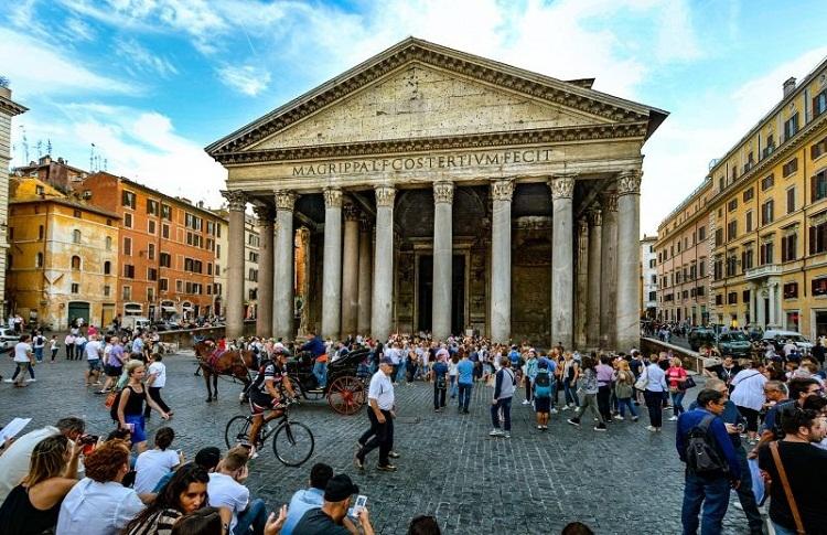 Đền Pantheon bị nhiều du khách chê là không có gì đặc biệt. Ảnh: Wanted in Rome.
