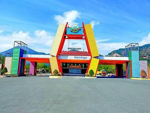 Với tầm nhìn trở thành khu du lịch bậc nhất An Giang, Lâm Viên Núi Cấm đã được quy hoạch trở thành khu du lịch - giải trí - nghỉ dưỡng phức hợp cho mọi gia đình.