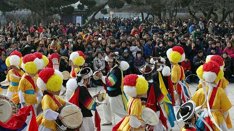 Làng Namsangol Hanok ở Seoul là nơi tổ chức các sự kiện truyền thống và biểu diễn văn hóa. Ảnh: Republic Of Korea.