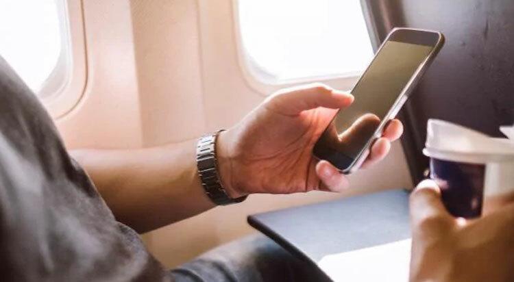 Tắt mọi thiết bị điện thoại, thu phát sóng là một trong những yêu cầu của phi hành đoàn trên các chuyến bay khi máy bay chuẩn bị cất cánh. Ảnh: iStock.