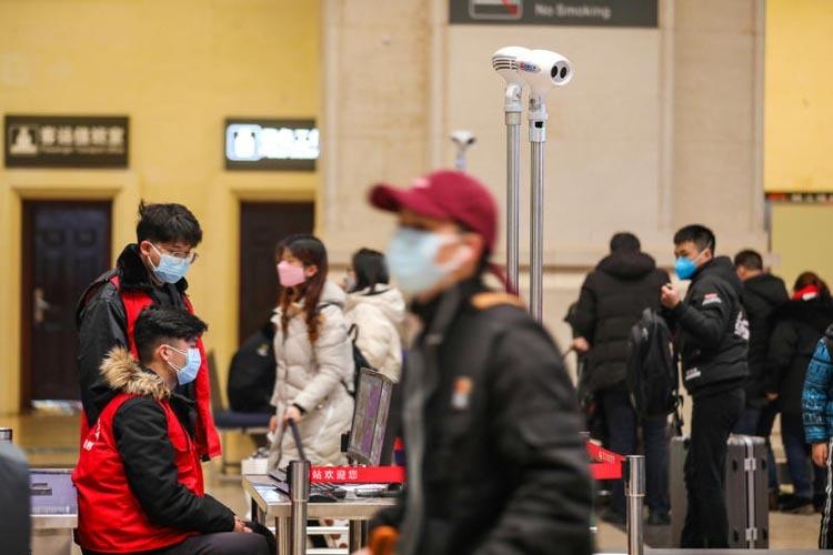 Trước đó, vào ngày 21/1, nhiều công ty du lịchTrung Quốc, trong đó có Ctrip - công ty du lịch trực tuyến lớn nhất nước - ra thông báo về việc du khách sẽ được hoàn tiền nếu hủy tour tới Vũ Hán. Ảnh: Reuters.