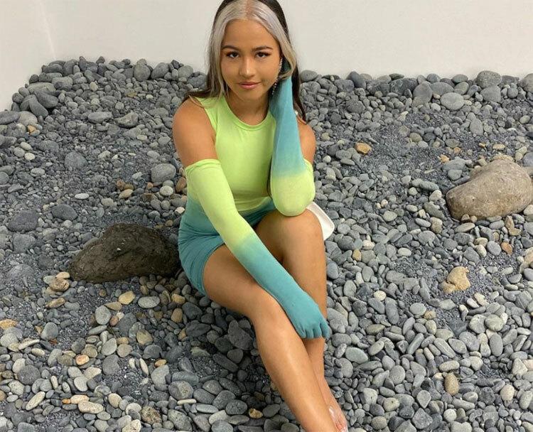 Visaya đến từ Brisbane, và là một nghệ sĩ. Bố mẹ cô cũng là những nghệ sĩ nổi tiếng ở Australia. Ảnh: Instagram.