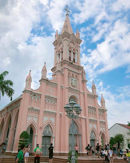 Nhà thờ Chính tòa ở Đà Nẵng cũng đóng cửa, không đón khách du lịch từ ngày 26/1. Ảnh: @x191225x.