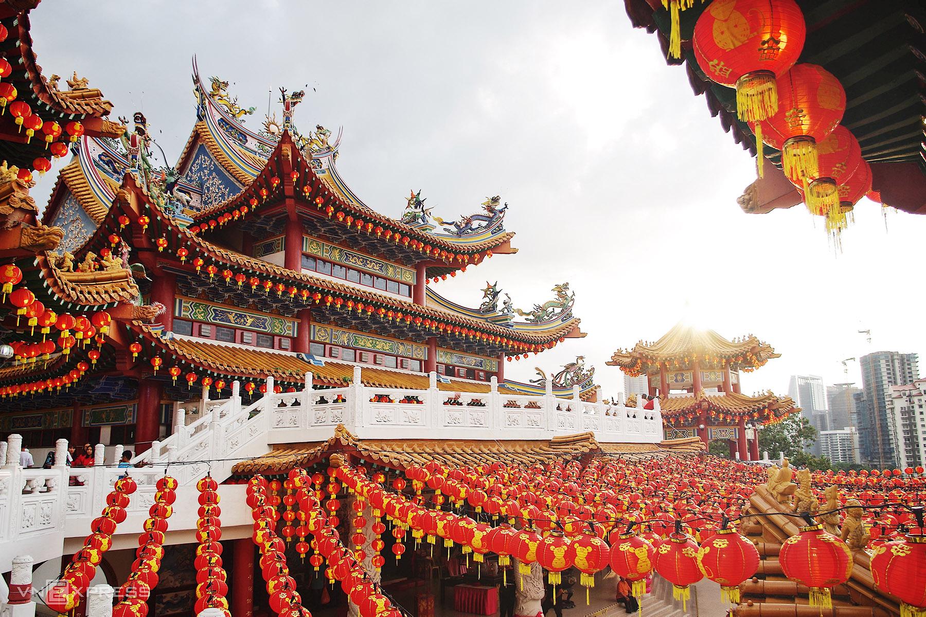 Chùa Thiên Hậu lớn nhất Đông Nam Á - VnExpress Du lịch