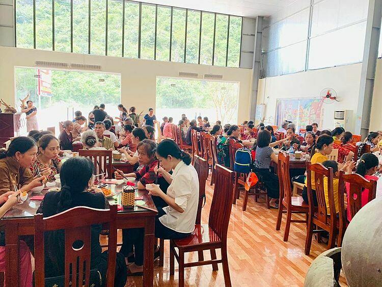 Không gian của nhà hàng Tam Chúc.
