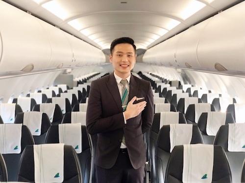 Tiếp viên trưởng Phạm Đức Giáp trả lại hơn 100 triệu cho khách quên trên máy bay.