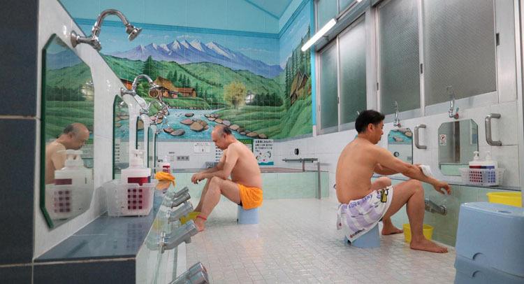 Các phòng tắm đều có khu vực nam và nữ riêng biệt. Ảnh: BBC.