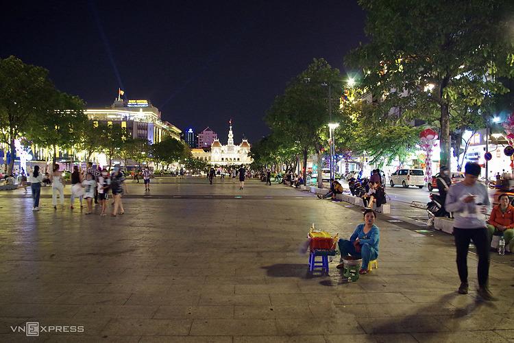 Phố đi bộ Nguyễn Huệ trong mùa dịchvắng bóng người đi bộ.Ảnh: Tâm Linh