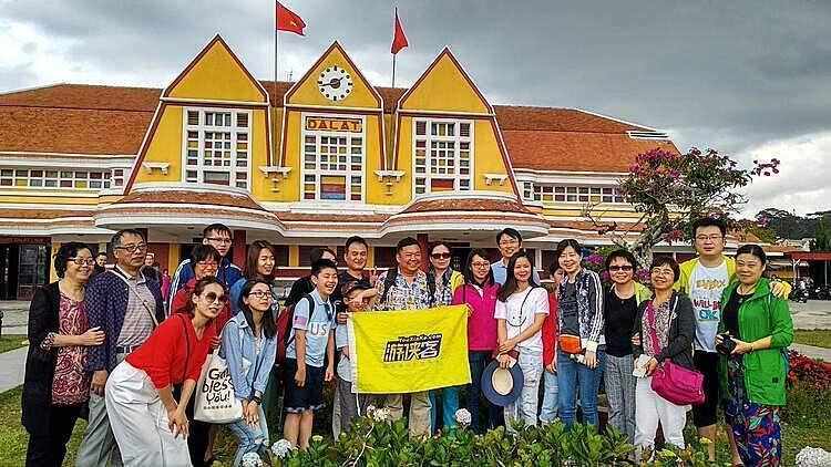 Du khách Trung Quốc tham quan Đà Lạt. Ảnh: NVCC.