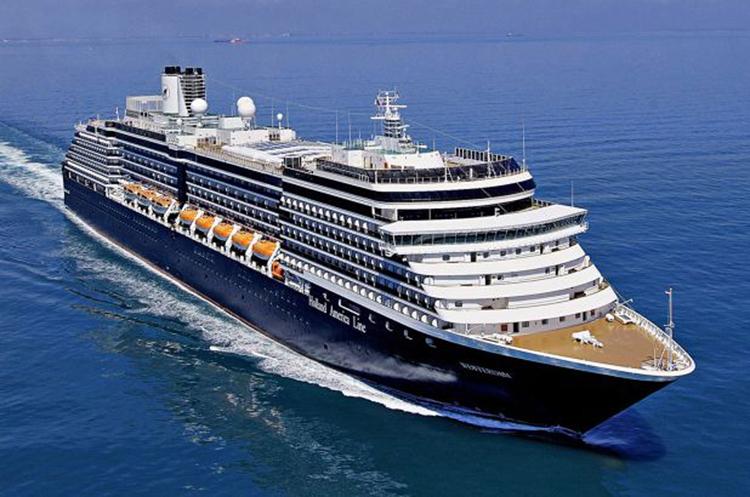 Du thuyền MS Westerdam tiếp tục lênh đênh trên biển vì không thể cập cảng các nơi theo đúng lộ trình do nhiều nơi e ngại sự lây nhiễm virus corona. Ảnh: New York Post.