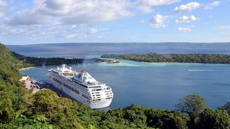 Có một hình thức trải nghiệm khám phá Vanuatu khác là đi du thuyền để tham quan các đảo. Ảnh: Travel Online.