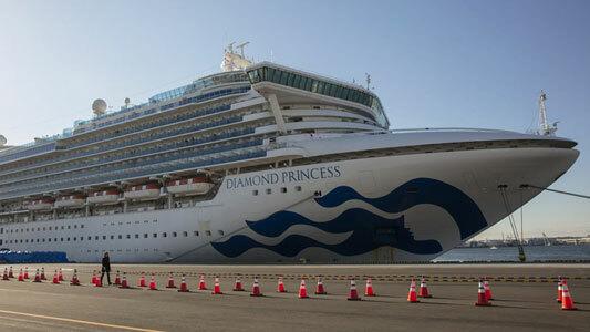 Du thuyền Diamond Princess bị cách ly tại Yokohama, gần Tokyo. Ảnh: AP.