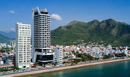 Nhiều khách nước ngoài đến Royal Beach Boton Blue Hotel & Spa