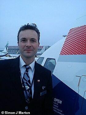 Simon bắt đầu làm tiếp viên từ năm 1996, và là tiếp viên trưởng trên các tàu bay Boeing 747 và 777 khởi hành từ sân bay Heathrow (London, Anh) đến khắp nơi trên thế giới. Ảnh: Simon J Marton.