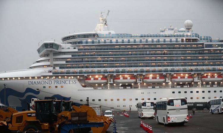 TàuDiamond Princess đậu tại cảng Yokohama, Nhật Bản hôm 16/2. Ảnh: AFP.