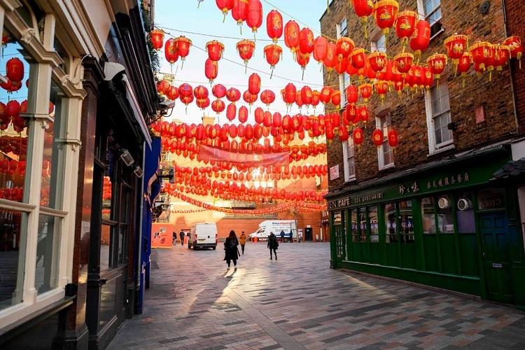 Khu phố người Hoa tại London thường đông các đoàn khách Trung Quốc như gần đây luôn vắng vẻ. Ảnh: AFP