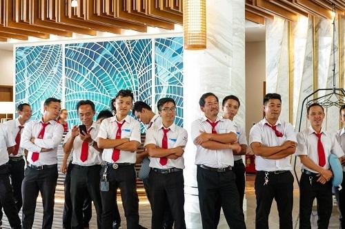 Tài xế taxi đến thăm và ăn trưa tại Mövenpick Resort Waverly Phú Quốc.