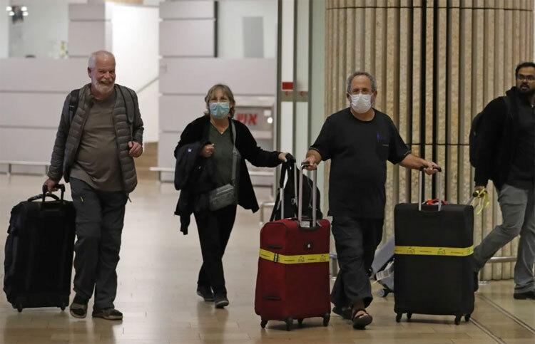 Bộ Y tế yêu cầu công dân nước mình - những người trở về nhà từ Trung Quốc đại lục, Hong Kong, Macau, Singapore, Thái Lan, Hàn Quốc và Nhật Bản - tự cách ly trong 14 ngày. Ảnh: AFP.