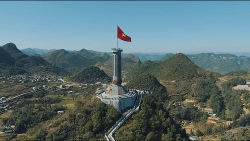 Cột cờ Lũng Cú, Hà Giang trong MV Vì một Việt Nam.
