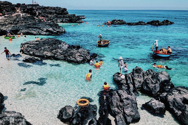 Đảo Lý Sơn, một trong nhiều điểm đến đẹptrong nước. Ảnh: Tâm Linh.