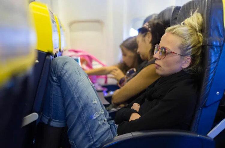 Theo chuyên gia nghi thức Judi James, những người ngả ghế ngay khi lên máy bay là những người không có sự đồng cảm. Ảnh: Alamy.