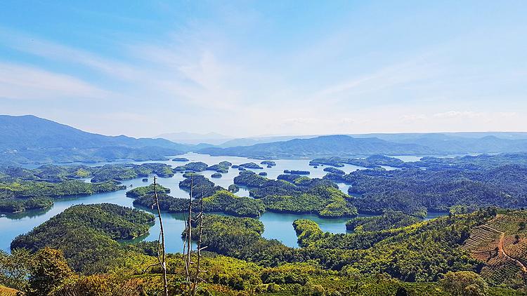 Trên bản đồ, hồ Tà Đùng còn hiển thị với tên gọi hồ thủy điện Đồng Nai 3, do đây là một phần hồ trữ nước của hệ thống thủy điện. Ảnh: Nguyễn Thị Gia Thảo.