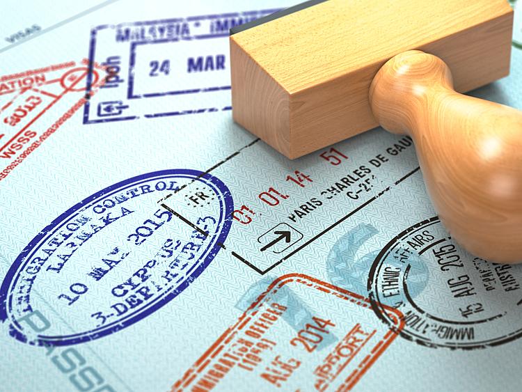 Xin visa theo đoàn sẽ giúp bạn tăng tỉ lệ đậu hồ sơ. Ảnh: Envato.