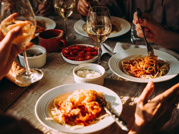 Mì ống tươi sẽđược mua khi tàu cập cảng ở Ý. Du thuyền Princess, nơi có nhà hàng Ý với những món ăn truyền thống từng đoạt giải thưởng đã hợp tác với Đầu bếp Angelo Auriana để tạo ra các món ăn mang hương vị xưa cũ. Ảnh: Shutterstock/Yulia Grigoryeva