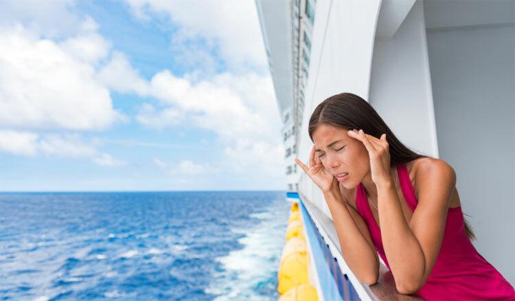 Trong trường hợp bạn không thể chịu đựng được việc say sóng, hãy tới gặp bác sĩ trên tàu để được hỗ trợ tốt nhất. Ảnh: Pinterest/Rolcruise.