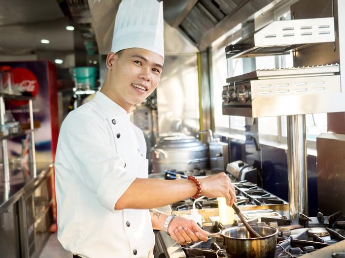 Đầu bếp 8x từng nấu ăn cho Vua bếp Yan Can Cook