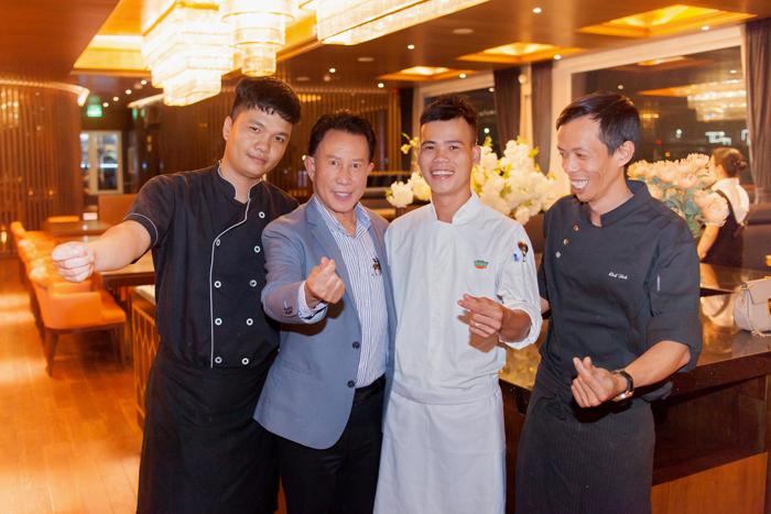 Đầu bếp 8x từng nấu ăn cho Vua bếp Yan Can Cook - 1