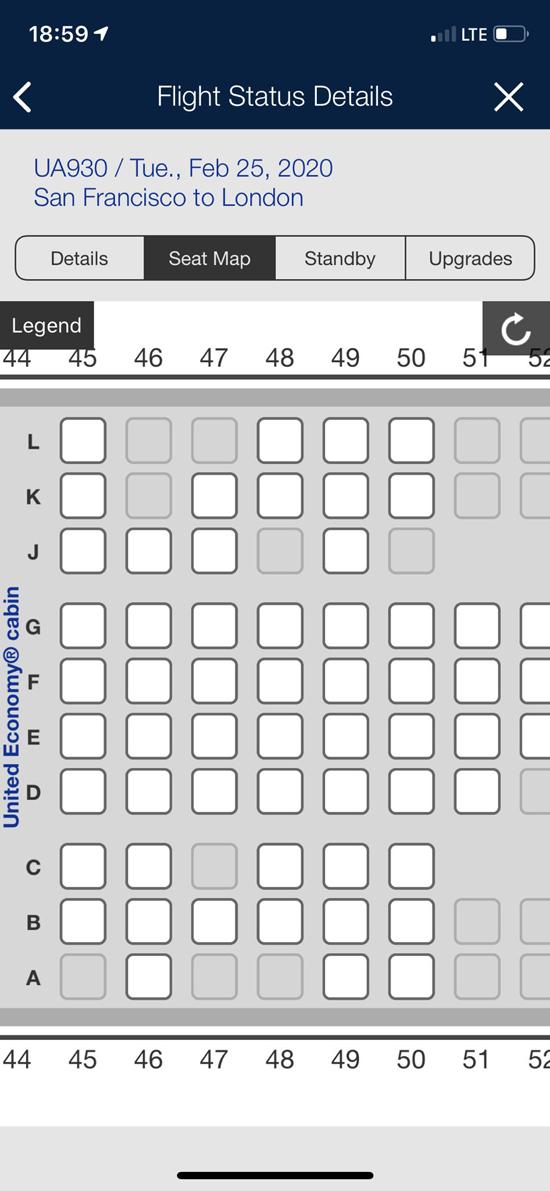 Hành khách Zain Jaffer đăng lên mạng hình ảnh nhiều ghế trống trên chuyến bay của hãng United Airlines ngày 25/2, từ San Francisco, Mỹ đến London, Anh. Ảnh: Twitter.