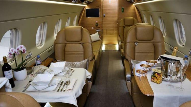 Không gian trong máy bay tư nhân giúp hành khách hạn chế tiếp xúc với nhiều người. Ảnh: Simply Jet SA.