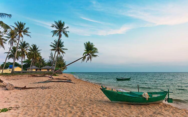 Phú Quốc là sự kết hợp giữa những hòn đảo hoang sơ, bãi biển đẹp, ẩm thực ngon. Ảnh: Deltaoff.