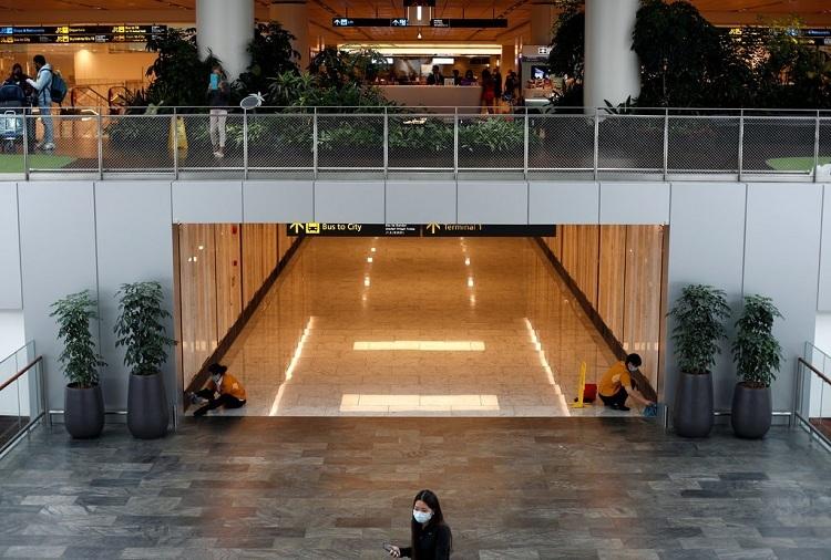 Sân bay Changi vẫn mở cửa, nhưng hành khách không đông đúc như bình thường. Ảnh: Edgar Su/Reuters.