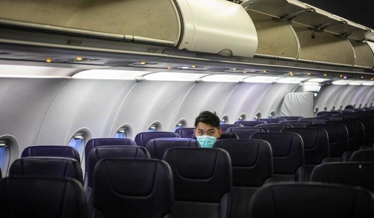 Rất nhiều hãng hàng khôngvẫn phải vận hành các chuyến bay vắng khách. Ảnh: Alex Plavevski/EPA.