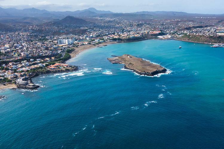Cape Verde, quốc đảo nằm ngoài khơi châu Phi, vẫn chưa xuất hiện ca lây nhiễm. Ảnh: Adobe Stock.