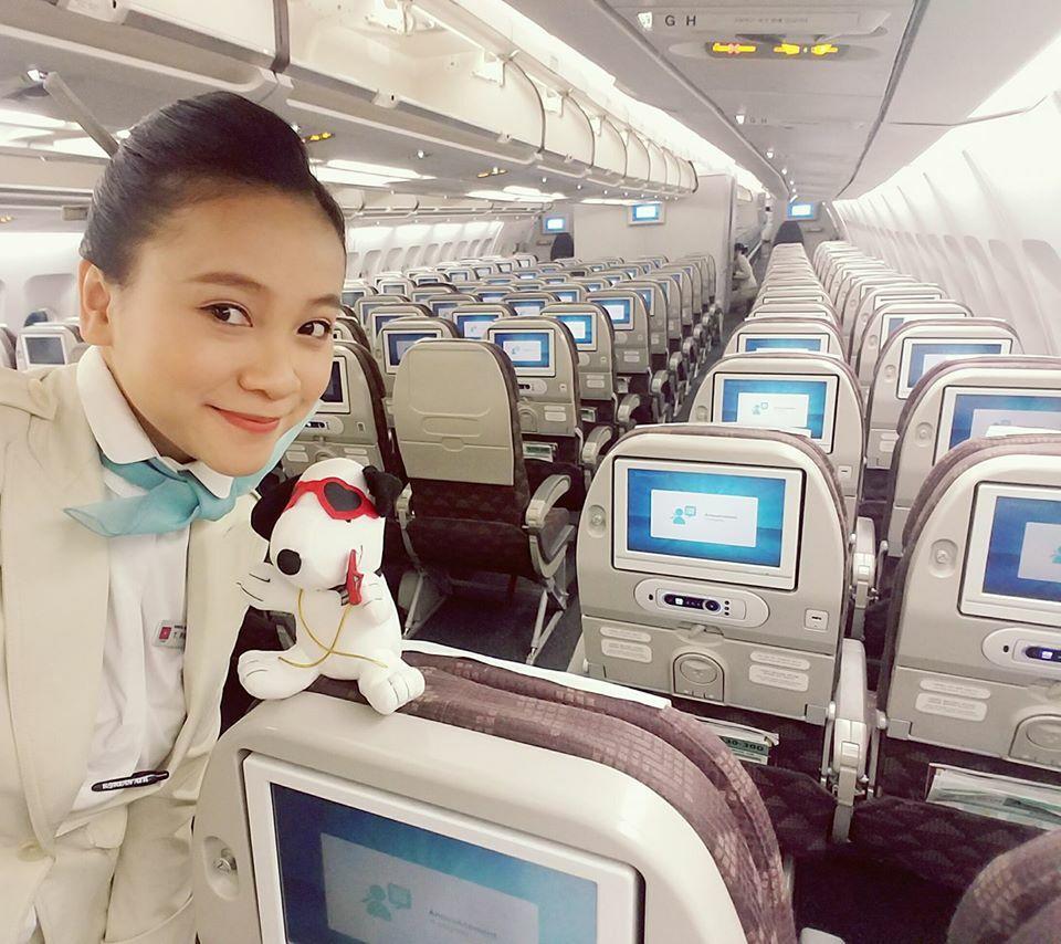 Phạm Hương là tiếp viên của một hãng hàng không quốc tế từ năm 2015. Hiện chưa rõ lịch trình bay cụ thể do diễn biến khó lường của Covid-19, cô sẽ tạm thời ở nhà để giữ sức khoẻ sau thời gian cách ly. Ảnh:NVCC.