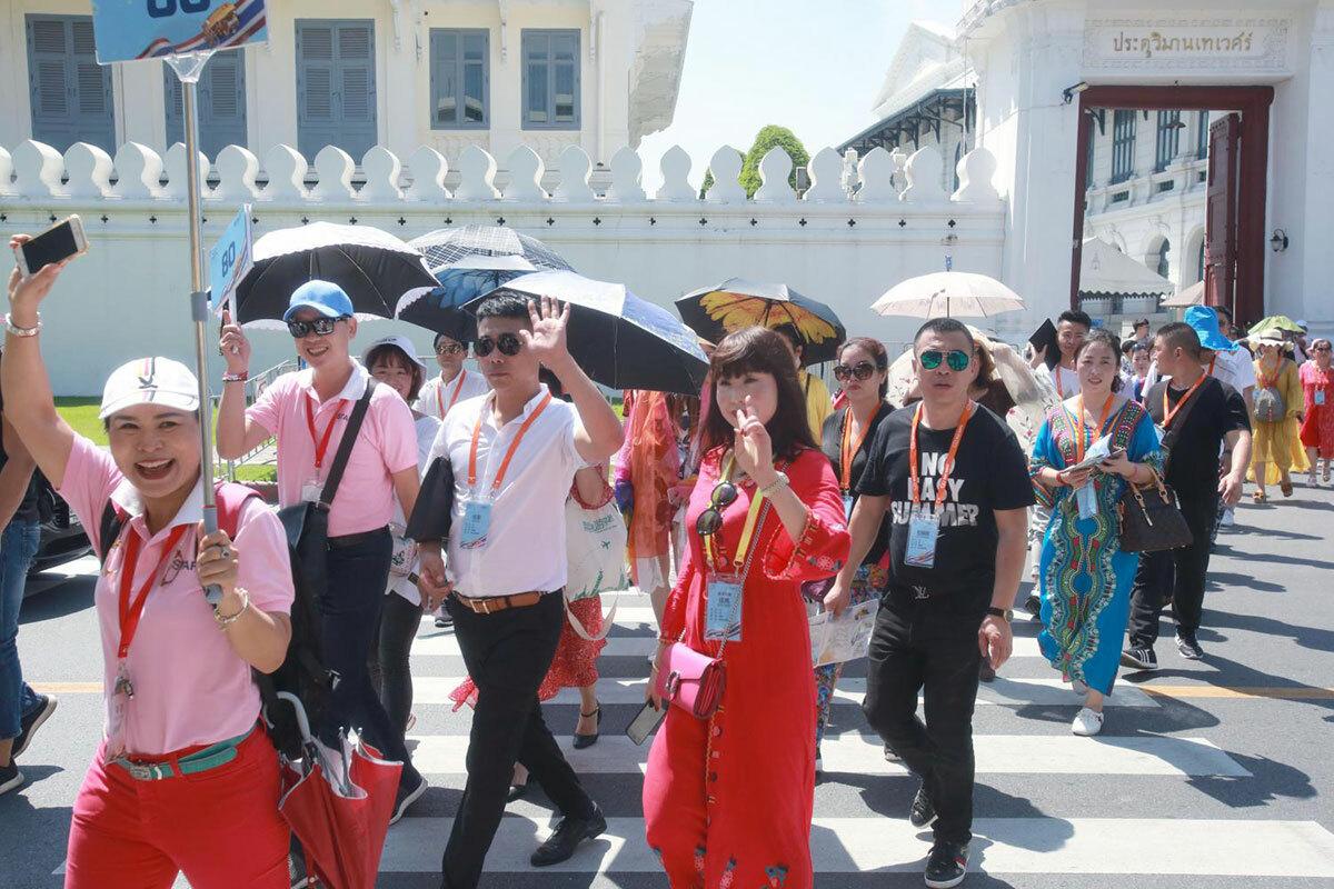 Khách Trung Quốc đến thăm Hoàng Cung ở Bangkok năm 2018. Ảnh: Bangkokpost.