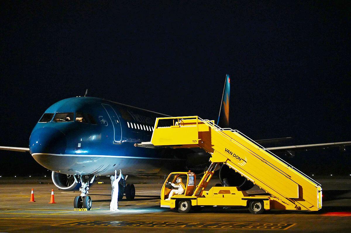 Ngày 16/3, liên tiếp 3 chuyến bay đặc biệt chở đồng bào từ châu Âu (Anh, Pháp, Đức) trở về, liên tiếp đáp xuống sân bay Vân Đồn trong khoảng thời gian ngắn. Ảnh:NVCC.