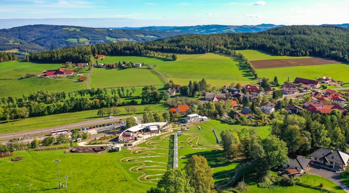 Sankt Corona am Wechsel cách thủ đô Vienna khoảng 100 km về phía nam, với khoảng 400 cư dân sinh sống. Ảnh: Corona Park St. Corona.
