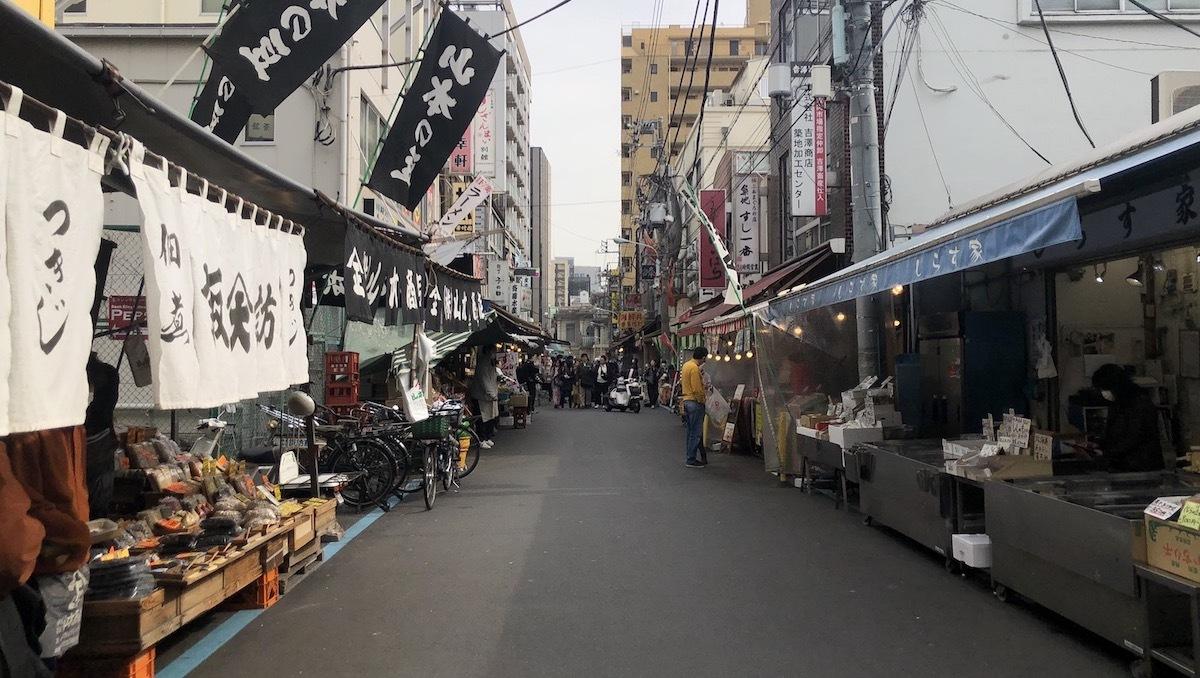 Con phố gần chợ Tsukiji vắng bóng du khách giữa Covid-19. Ảnh:CNN.