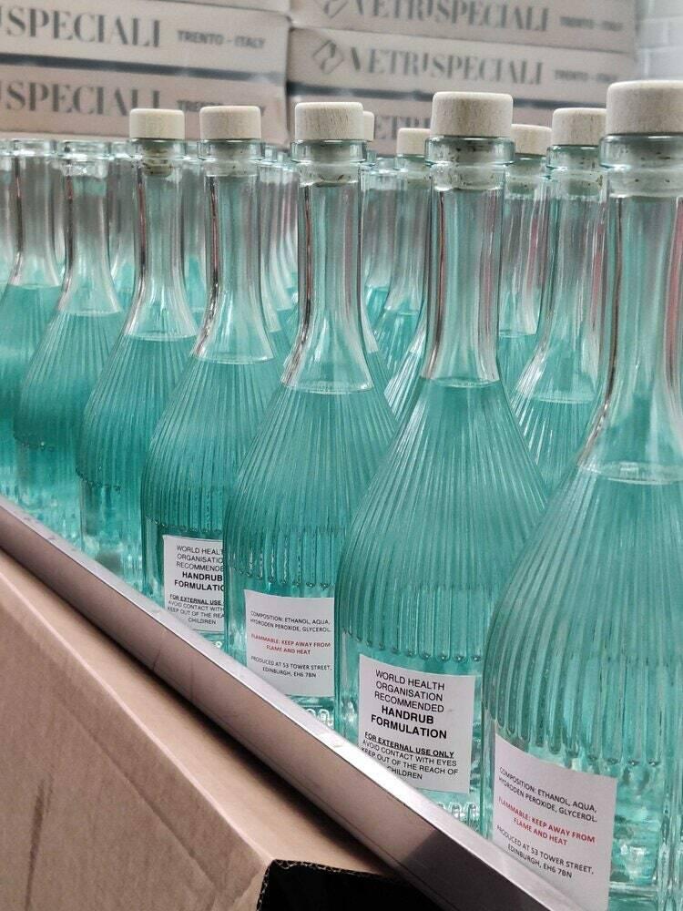 Nước rửa tay được đựng trong chai thủy tinh. Ảnh:Leith Distillery.